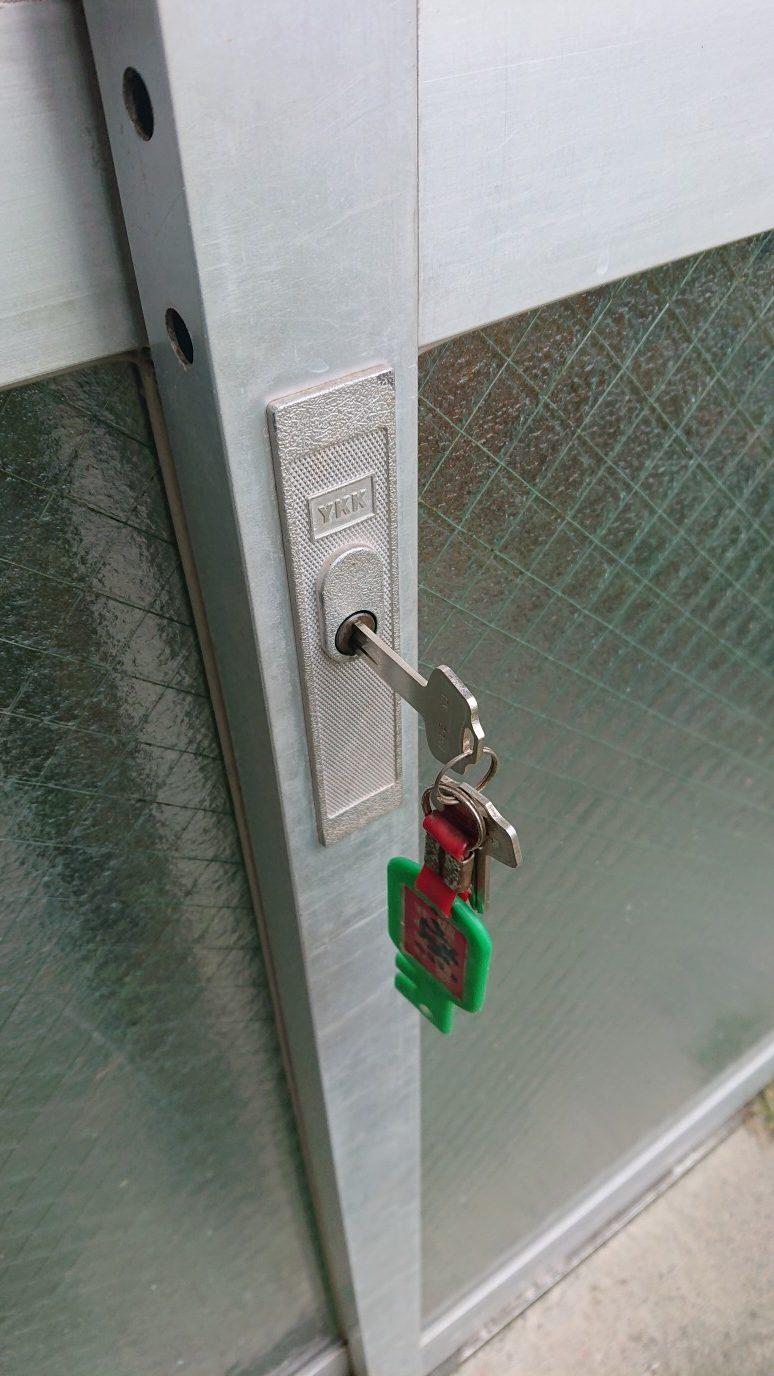 鍵は刺さるも回りません。